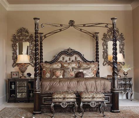 Luxurious Master Bedroom Ideas With Elegant Iron Canopy