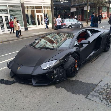 crashed lamborghini matte black lamborghini aventador crashes in london