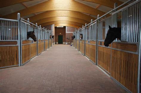 Pferdestall Innen by Reitstall Knickrehm Mit Freien Stallpl 228 Tzen Oder