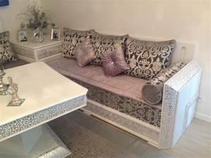 modeles de salon marocain style baldi pour les riads With tapis oriental avec canape en mousse lit appoint