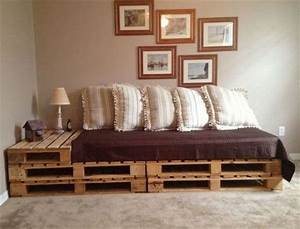 Pallet addicted 30 bed frames made of recycled pallets for Pallet sofa bed