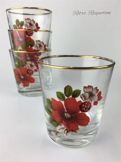 VINTAGE Glass Tumbler Set   Red Flower