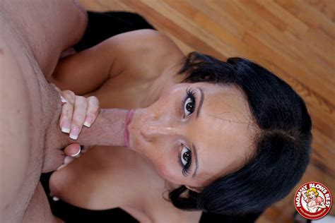 Faustine Lee Busty Milf Gives A Blowjob