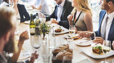 galateo a tavola galateo come mangiare correttamente a tavola