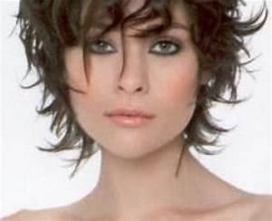 Coupe Courte Frisée Femme : modele coupe de cheveux court femme 50 ans ~ Melissatoandfro.com Idées de Décoration
