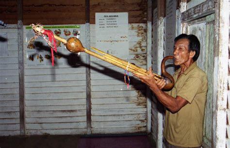 Alat musik gambus adalah alat musik daerah jambi yang diperkenalkan pertamakali oleh bangsa timur tengah pada saat melakukan pedagangan ke dilihat dari bentuknya, gendang melayu khas jambi ini sudah sangat berbeda dengan gendang yang berasal dari daerah lain di indonesia. 9 Alat Musik Tradisional Kalimantan Timur - TradisiKita