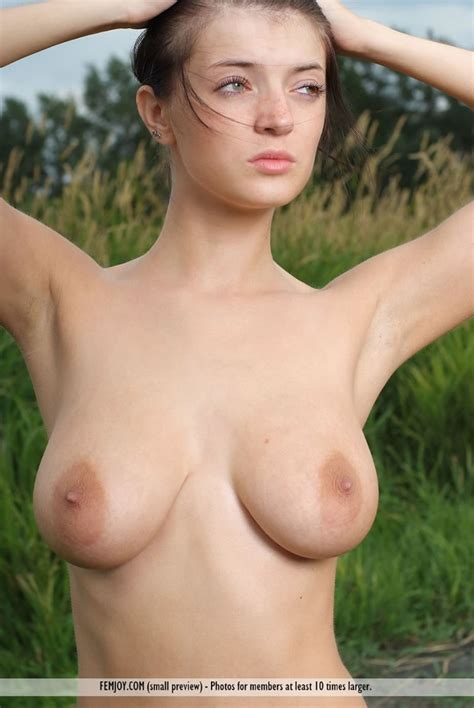 Lin Nude In Little Things Free Femjoy Picture Gallery At Elitebabes