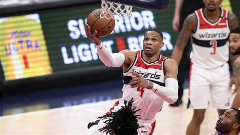 Los Spurs cortan la buena racha en casa de los Suns