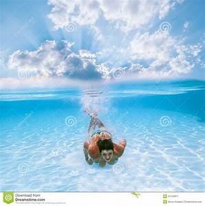 Rustine Piscine Sous L Eau : la fille nage sous l 39 eau dans la piscine photo stock image 41249877 ~ Farleysfitness.com Idées de Décoration
