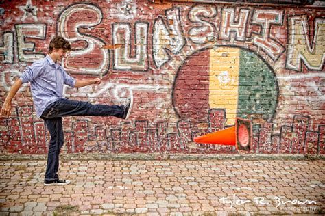 Ellum Mural Locations by Ellum Is A Great Dallas Location For Senior Pictures