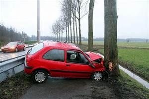 Autos Flauw : auto schuift over vangrail en rijdt tegen boom langs n214 update ~ Gottalentnigeria.com Avis de Voitures