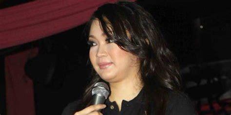 Mantan Istri Hadad Alwi Lepas Jilbab Kapanlagi