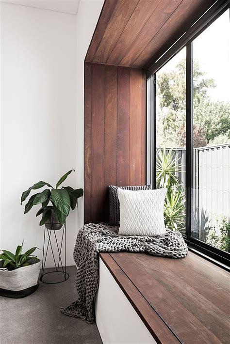 DIY   Een tuinbankje van oude stoelen Wonen&Co