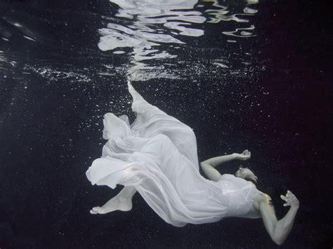 underwater fashion photographer  fine art photography