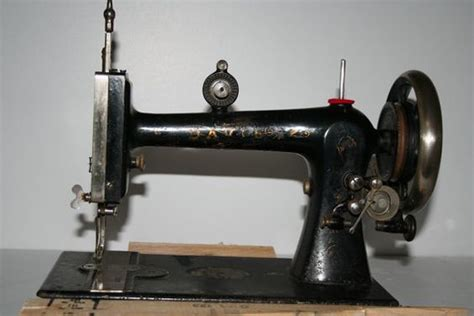 beautiful davis vertical feed treadle sewing machine head with boat shuttle and bobbin beautiful davis vertical feed treadle sewing machine head with boat shuttle and bobbin