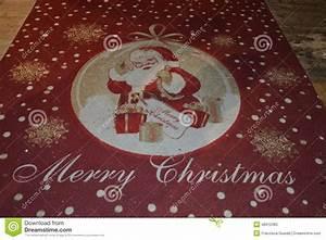 Tapis De Noel : tapis rouge de no l avec le p re no l image stock image du tapis caract re 48312383 ~ Teatrodelosmanantiales.com Idées de Décoration