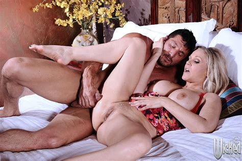 Beautiful Milf Julia Ann Having Hot Sex With Muscular Man My Pornstar Book