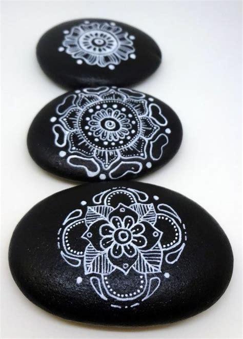 bemalte steine vorlagen steine bemalen 40 ideen f 252 r originelles basteln mit
