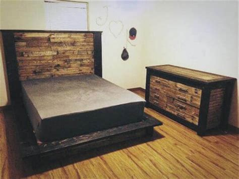 Diy Wood Pallet Bed With Headboard Cheap Diy Kitchen Remodel Picture Canvas Collage Origami Paper Flower Bouquet Frame Jewelry Hanger Alaskan Moose Hunt Cartao Dia Das Maes Rustic Tables Antique Furniture Repair
