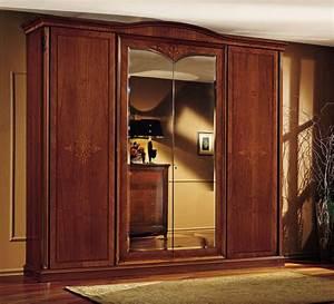 Kleiderschrank 4 Türen : klassischer kleiderschrank in nussbaum mit 4 t ren idfdesign ~ Markanthonyermac.com Haus und Dekorationen