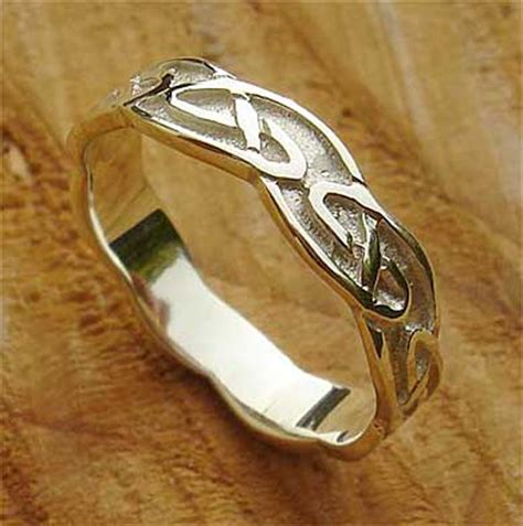 traditional scottish womens wedding ring lovehave