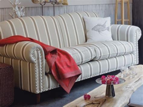 canape style anglais tissu fleuri canapé idées de