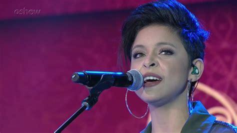 Kell Smith Comenta Emoção De Cantar Para Caetano Veloso