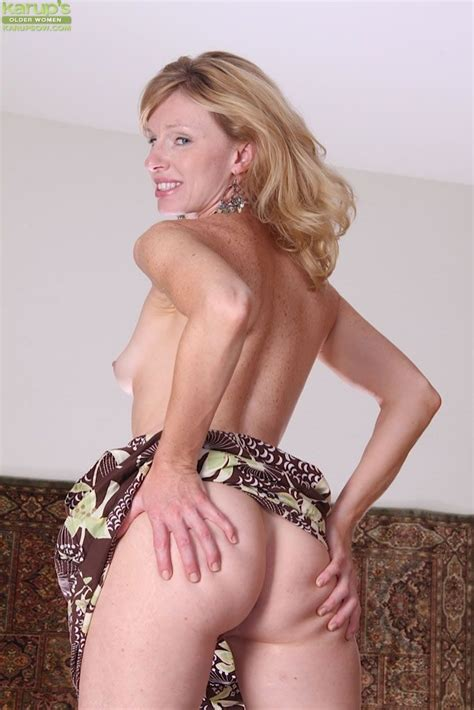 Older Woman Showing Mature Pussy Porn Archive
