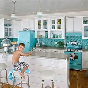 Kitchens with 50s-style Smeg fridge - Decoholic