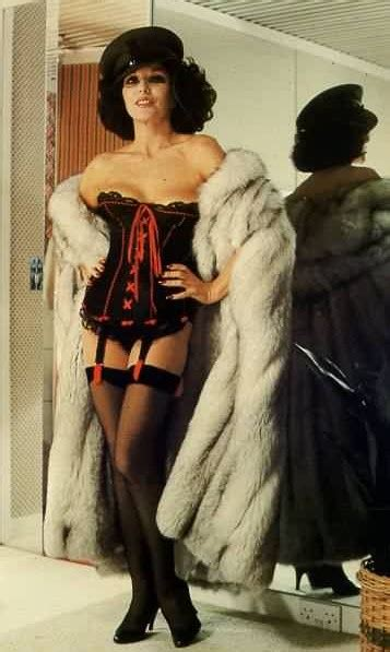 Joan Collins  Biography (born 1933) Gallery