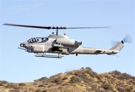 Bell AH-1Z Viper Dedicated Twin-Seat, Twin-Engine Attack ...