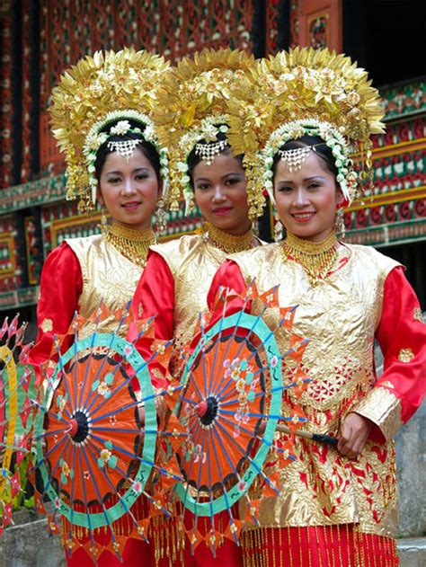 tari payung  traditional umbrella dance visit