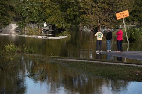 flood waters receding  lumberton   fast  wpde