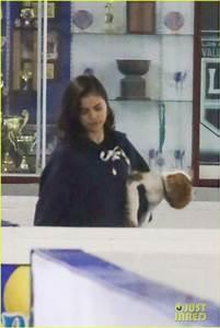 Justin Bieber & Selena Gomez Kiss at His Hockey Match ...