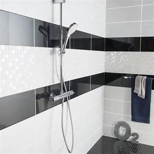 Faience Salle De Bain Blanche : de la fa ence noire et blanche pour vos parois de douche buanderie salle de bain en 2019 diy ~ Melissatoandfro.com Idées de Décoration