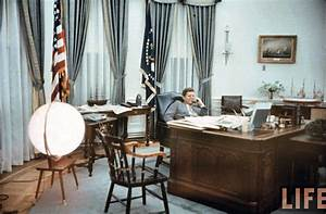 Oval office history white house museum for Jfk in oval office