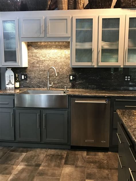 This technique works particularly well if there's a need to ground the bottom cabinets using a darker color, or if you're looking to create a cozier feel in your kitchen by pulling the ceiling down with a darker tone for the top cabinets. Cleaned, sanded and painted the original 1978 red oak ...