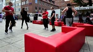 Möbel Mahler Sofa : rote sofas m bel mahler flashmob youtube ~ Eleganceandgraceweddings.com Haus und Dekorationen