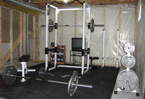 salle de musculation petit couronne ab wheel la roue pour avoir de gros abdos rapidement