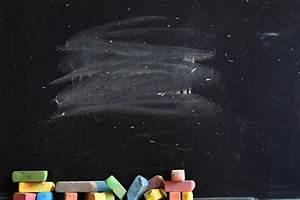 Morceaux De Craie De Briançon : close up de tableau noir avec des morceaux de craie de ~ Dailycaller-alerts.com Idées de Décoration