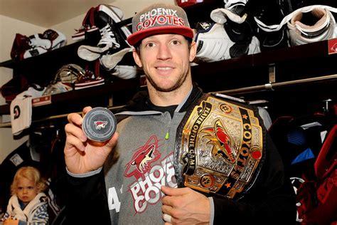 Video: NHL vārtsargu gūtie vārti - Hokeja Blogs