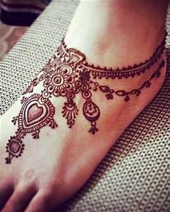 Karva Chauth Mehndi Designs - Patterns To Impress