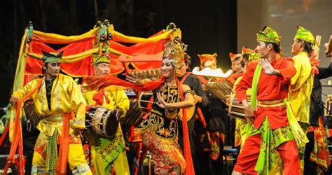 Gamelan jawa merupakan himpunan alat musik yang digunakan oleh masyoritas masyarakat di pulau jawa. 9 Alat Musik Tradisional Jawa Barat, Gambar, Sejarah dan Penjelasanya.