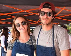 Leighton Meester and Adam Brody Volunteer Together