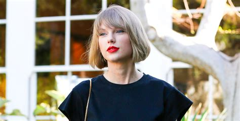 taylor swift fan mail address taylor swift makes surprise 1 989 donation to college fan