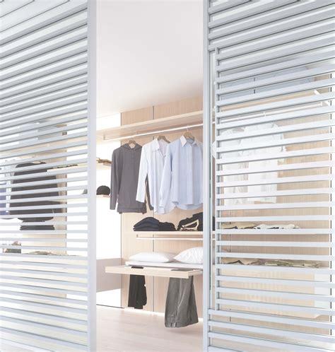 porte per cabine armadio porta scorrevole in vetro neutro e alluminio bianco a tre