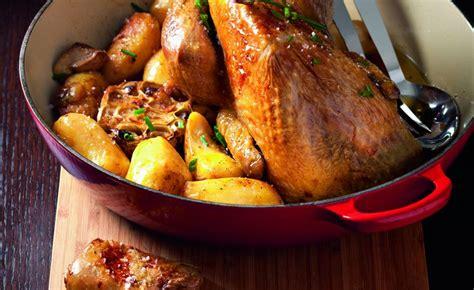 cuisiner une pintade au four cuisiner une pintade pintade au four et pommes de terre