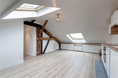 cuisine sous pente loft sous comble aménagé pour location structures apparentes