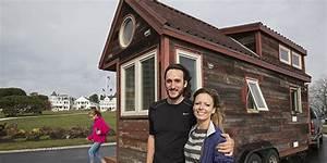 Fabriquer Mini Caravane : insolite ce couple construit une maison sur roues et part l 39 aventure ~ Melissatoandfro.com Idées de Décoration