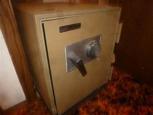 The Last Of Us Safe Kombination : montgomery ward 9032 combination safe with combo and interior box key 16 5 39 39 x 23 39 39 x 22 39 39 h ~ Buech-reservation.com Haus und Dekorationen